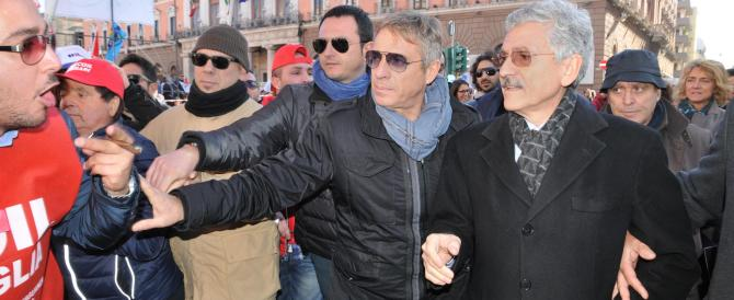 D'Alema contestato a Bari: «Buffone, è tutta colpa vostra» (video)