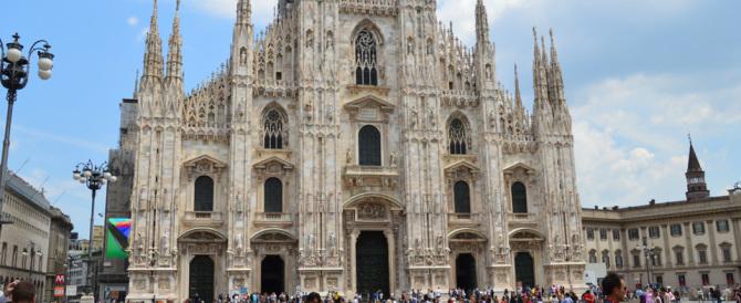 Simboli religiosi sotto attacco. Scritte blasfeme pure sul Duomo di Milano