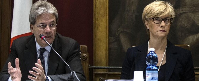 Marò, Latorre resta in Italia. Ma il duo Pinotti-Gentiloni non ha un piano