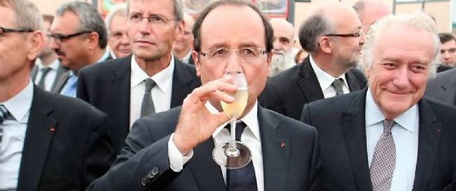 L'ultima trovata di Hollande: al bando lo champagne, «è roba da ricchi»