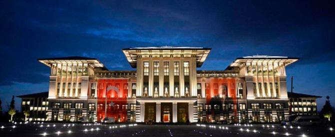 Fuoco su Erdogan per il palazzo con 1150 stanze. E lui: «È del mio popolo»