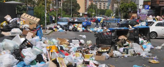 I rifiuti piombano sulla testa degli italiani: arrivano bollette-record