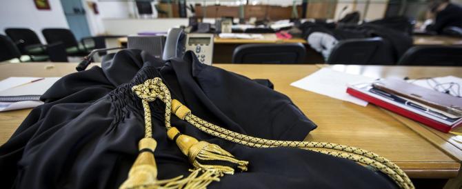 """Magistrato """"suicida"""" in tribunale: ma nessuno ne parla"""