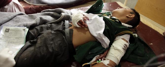 Orrore in Pakistan: i talebani fanno strage di bambini in una scuola