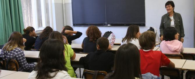"""Scuola, la """"svolta"""" di Renzi: alunni in classe con i bidelli e non con i prof"""