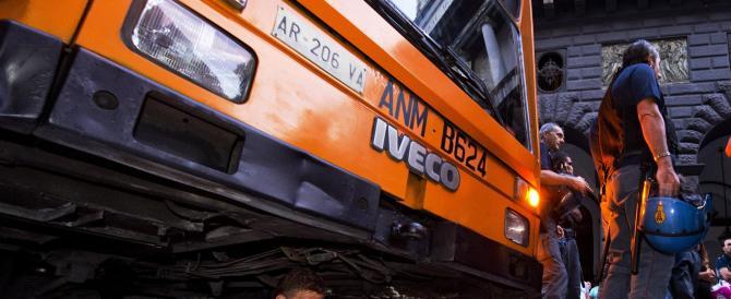 Napoli, ancora sassate contro i bus. Il neoprefetto: vicini ai disagiati