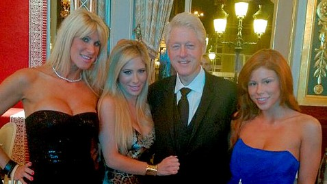 """Anche Clinton alle prese col Bunga Bunga: era sul """"Lolita Express"""""""