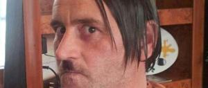 In posa come Hitler, bufera sul fondatore di Pegida che si dimette