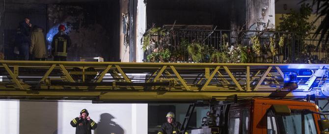 Esplosione in un palazzo a Roma, è panico. Trovato un biglietto di minacce