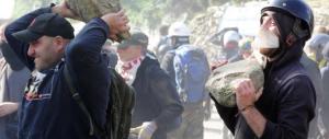 No Tav in corteo a Roma, danneggiate le sedi di Ferrovie e dell'Atac