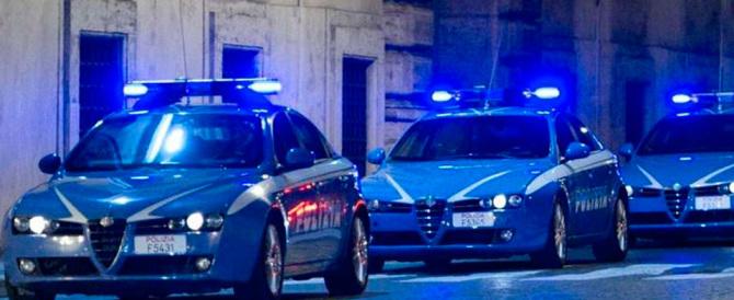 Polizia all'inseguimento dei rom per le strade di Roma. E non era un film