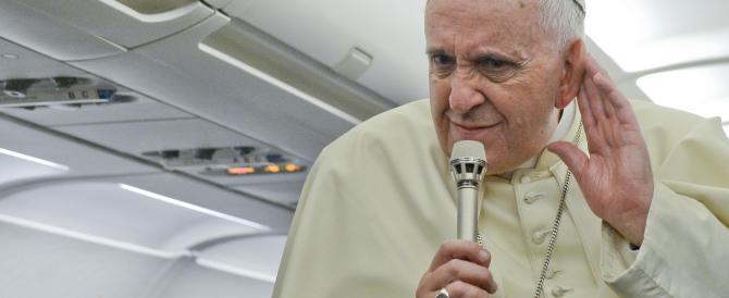 Il Papa e i conigli: «Sono stato frainteso, amo le famiglie numerose»