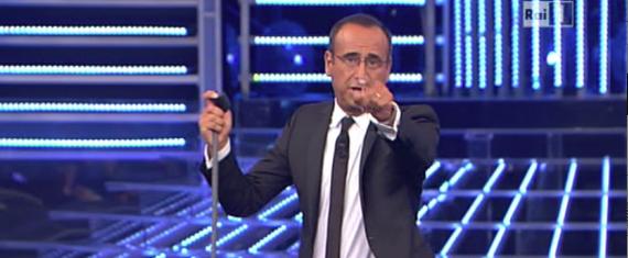 Sanremo, trionfano le rime baciate. E non si disturba il manovratore