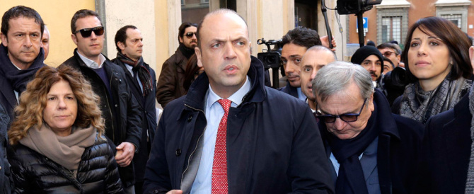 Alfano cede alle lusinghe di Renzi: voterà sì a Mattarella