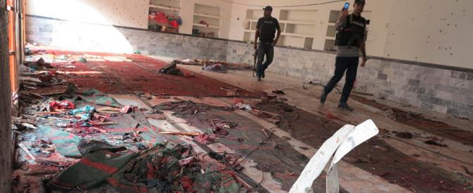 Attentato alla moschea sciita nel Sud del Pakistan: 35 i morti