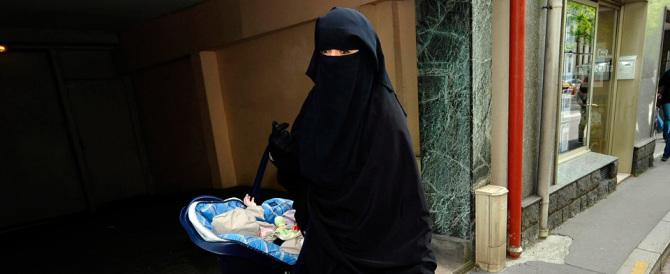 Divieto di burka negli uffici veneti, il centrodestra approva, la sinistra s'indigna