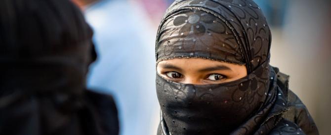 «Qui è vietato indossare il burqa»: e scoppia la polemica