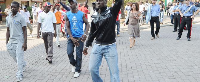 La rivolta al centro profughi: vogliamo vedere la Coppa d'Africa sulla pay tv
