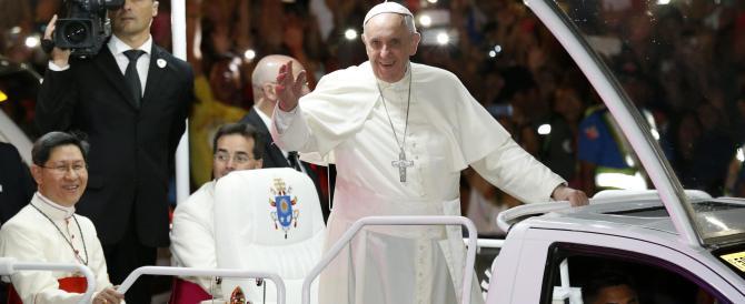 Il Papa: non si uccide in nome di Dio, non si gioca con la religione