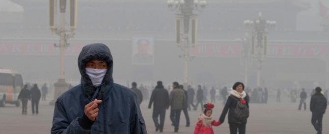 Pechino nella morsa dello smog: la visibilità è scesa sotto i 100 metri