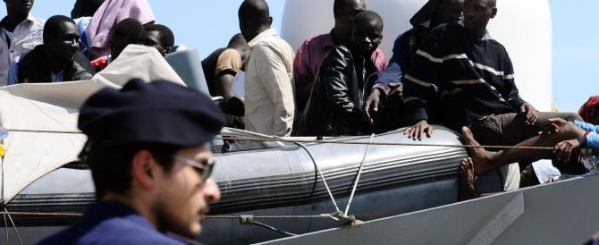 Sbarchi ininterrotti: altri migranti soccorsi nel canale di Sicilia (video)