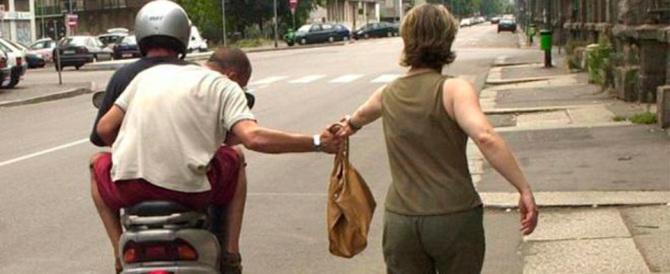 Venti scippi al giorno a Trastevere: arrestati due Rom, uno è minorenne
