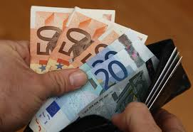 L'ultimo spreco targato Difesa: pagare 17 euro per un rotolo di panno carta