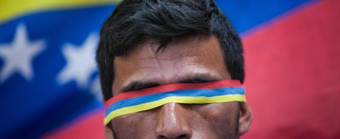 """""""Maduro sta sequestrando il Paese"""". Ma il Venezuela non si arrende (video)"""