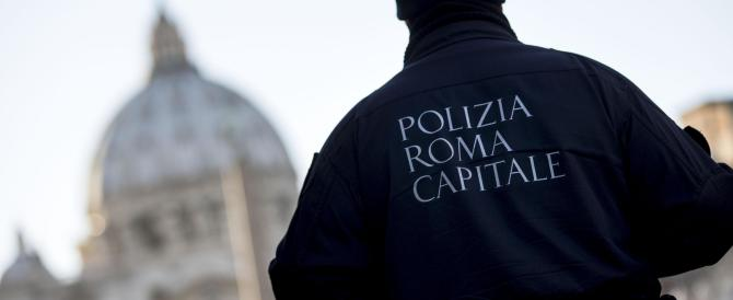 """Vigili: Renzi e Marino """"giocano"""" coi numeri. Ecco le cifre che non tornano"""