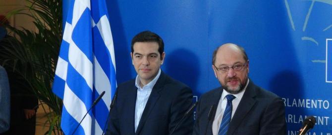 I greci non si fidano di Tsipras: ritirano euro per paura della dracma