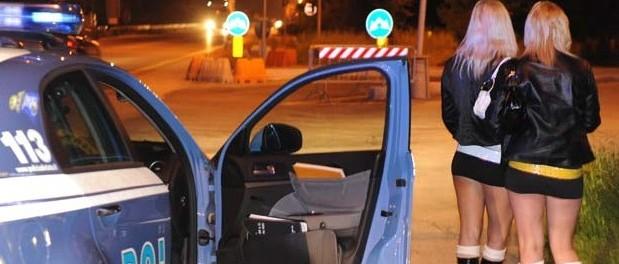 Milano, prostitute vendute con il marciapiede: arrestati 19 rom