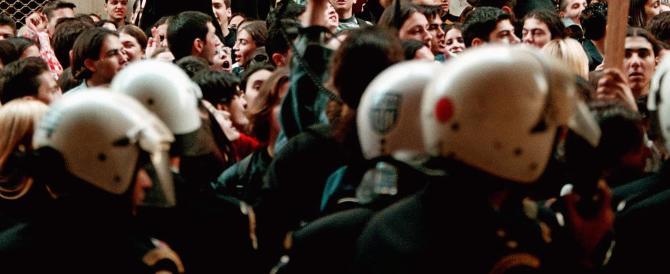 Grecia, violenti scontri ad Atene: gli antagonisti all'attacco di Tsipras
