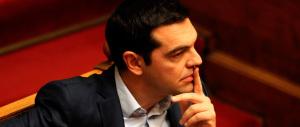 Grecia, il voltafaccia di Tsipras sugli aiuti infiamma lo scontro politico