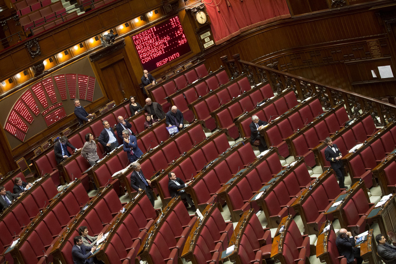 Riforme l 39 opposizione lascia i banchi vuoti diretta in for Diretta dal parlamento