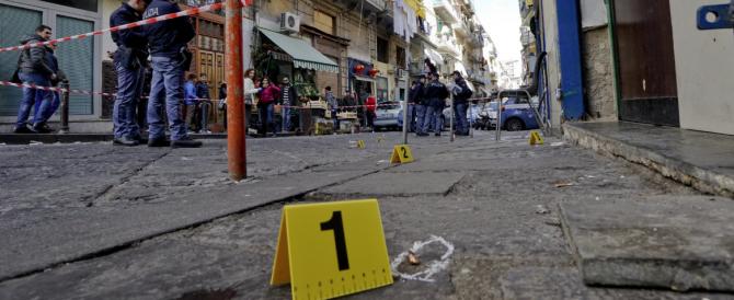 Napoli, ferito a colpi di pistola il padre di Genny 'a carogna davanti al suo bar