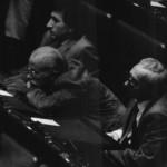 Che noia! Il deputato Gino Paoli (Pci) assiste al discorso del premier Andreotti sulle lettere di Aldo Moro. E' il 1990. (Fonte Facebook)
