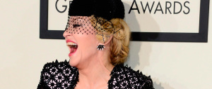 Madonna all'attacco di Marine Le Pen con uno show politico delirante