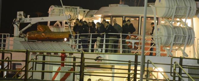 Libia, sbarcati in Sicilia i primi italiani evacuati. L'Isis già a Tripoli?