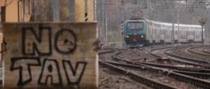 I grillini al corteo No Tav, Forza Italia al cantiere: «Opera fondamentale»