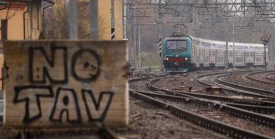 Due molotov sulla Roma-Firenze: rivendicazione dei No Tav