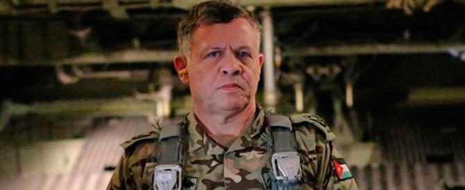 Dall'aviazione giordana bombe sull'Isis col nome del pilota ucciso (video)