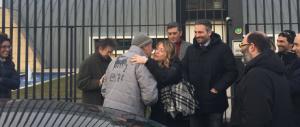 Meloni abbraccia Stacchio: «Sei un eroe. Una legge per chi si difende»