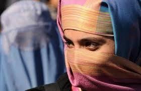Udine, il preside vieta il velo islamico in classe: indossatelo fuori
