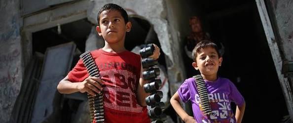 Bambini arabi armati