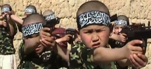 È certo: l'Isis recluta bambini-soldato per utilizzarli nella battaglia di Mosul