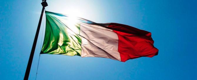 Il Tricolore sporco e sfilacciato nelle scuole: Roma è troppo distratta