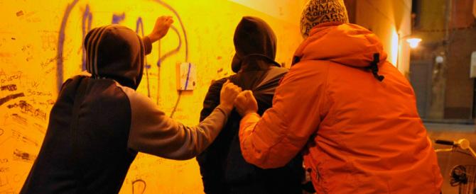 Nuova violenza a Roma: aggrediscono una coppia, in manette quattro giovani