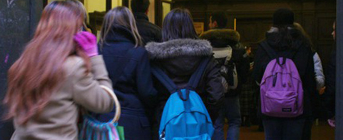 Bulle in azione a Genova: dodicenne picchiata, filmata e ricattata