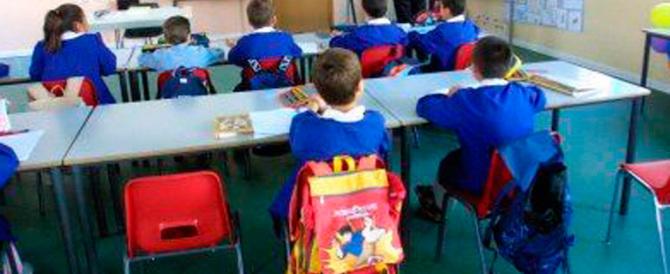 La vicenda di un bambino autistico, costretto a stare in un'aula da solo