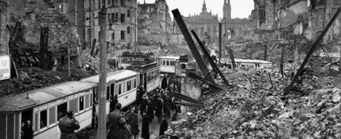 Dresda ricorda le sue vittime a 70 anni dai bombardamenti anglo-americani